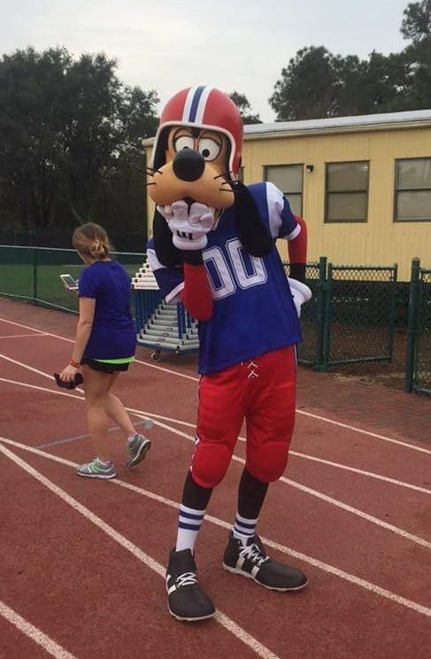 Football Goofy marathon rundisney characters on the course