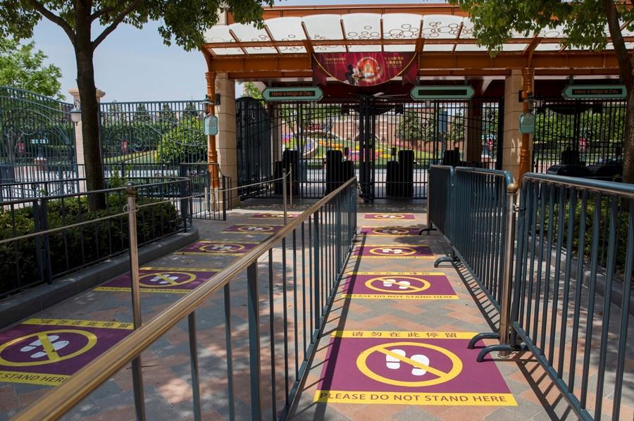 lines at Disneyland Shanghai showing social distancing spacing