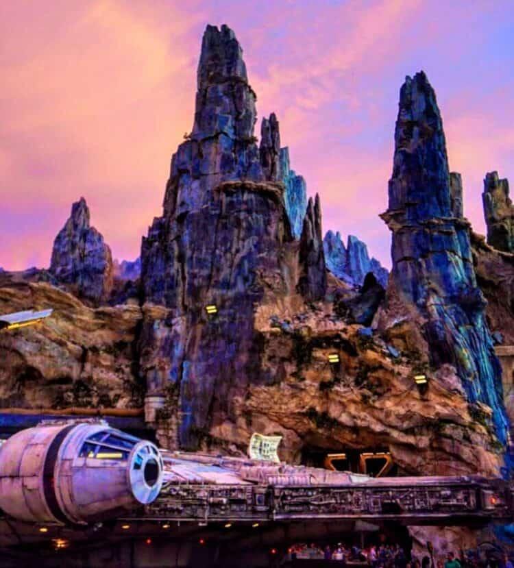 the millennium falcoln at galaxys edge