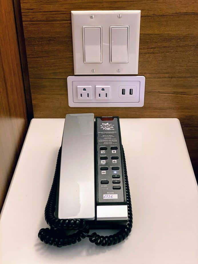 phone at pop century